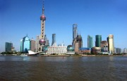 The-Bund-Street-Pudong-seen-from-The-Bund